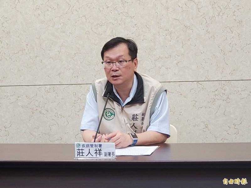衛福部疾管署副署長莊人祥說明本土登革熱疫情。(記者林惠琴攝)