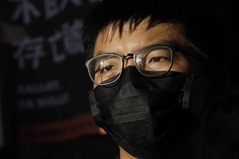 前香港眾志秘書長黃之鋒投書《華盛頓郵報》呼籲各界關注12名被送中港人的情況,並指出在中國秘密審判與嚴刑逼供之下,身體上的虐待以及剝奪自由和人的尊嚴似乎是不可避免的。(美聯社)