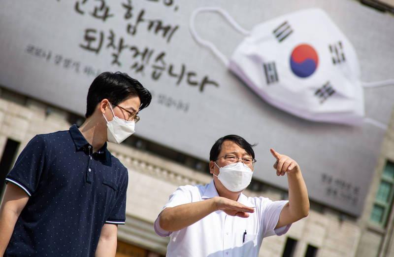 南韓首爾宣布,因應武漢肺炎疫情,市政府將2度延長10人以上的集會禁令,直到10月11日。(歐新社)