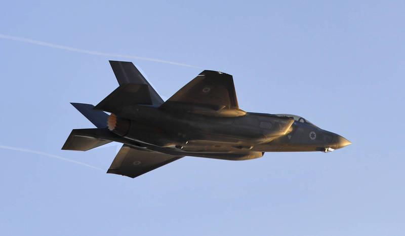 以色列空軍在8月正式部署第2支F-35戰鬥機中隊「南方之獅」後,計畫建立第3支F-35中隊,甚至有可能採購擁有垂直(短距)起降(V/STOL)性能的F-35B,建立第4支F-35中隊。(法新社)