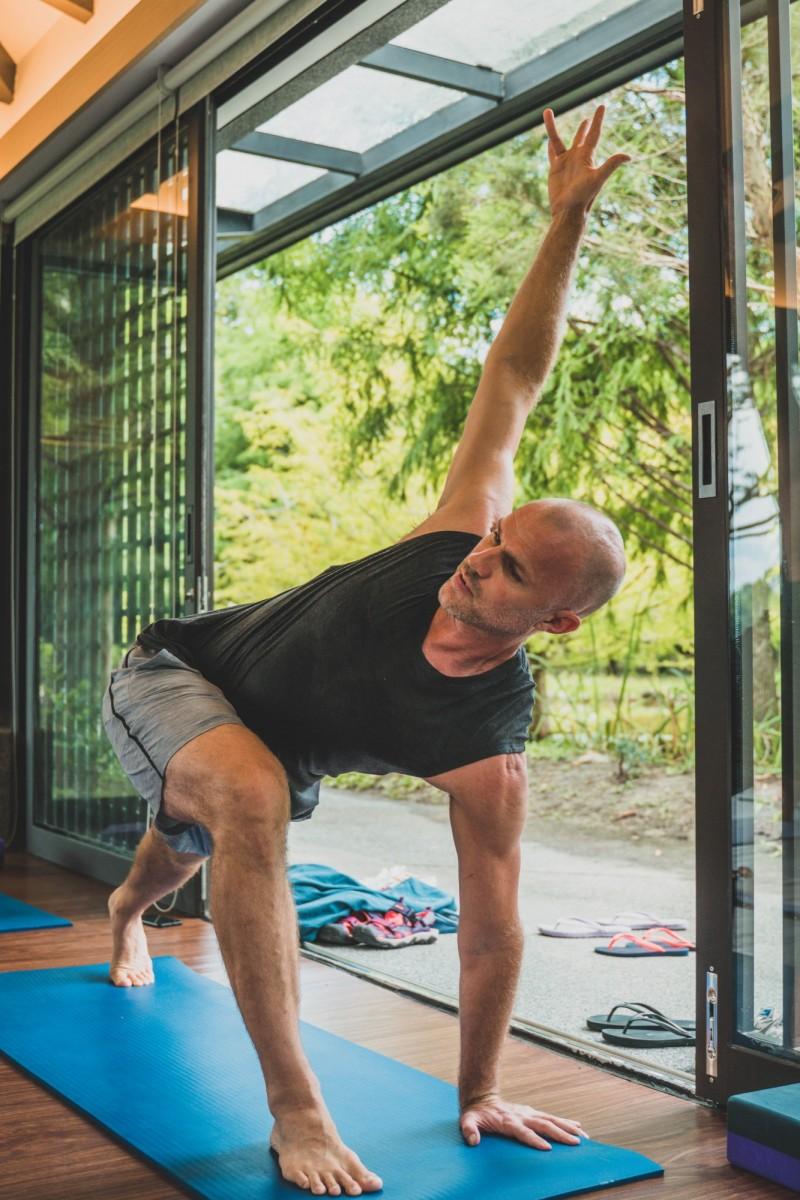 晶華酒店_入住城市度假首選飯店、參加瑜珈大師Sean以及Darryl攜手合授的六堂精選課程。(業者提供)