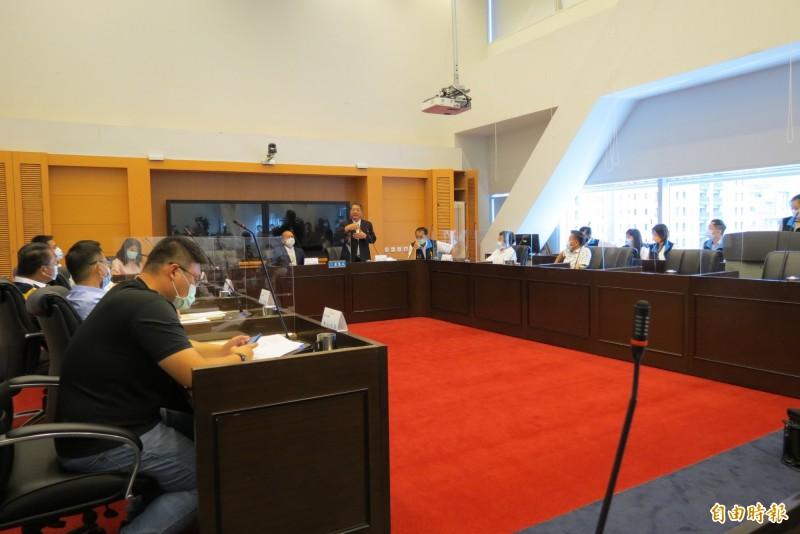 台中市議會將於26日開議,專案報告將有18案,大智路打通、美豬、台中免費公車等將是朝野攻防議題。(記者蘇金鳳攝)