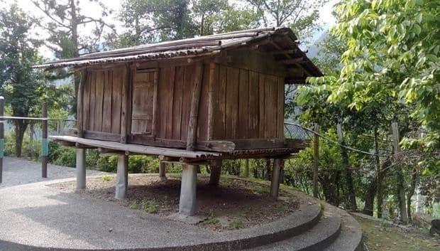 宜蘭縣大同鄉四季穀倉,是縣內現存「唯二」的泰雅穀倉,圖為早期拍攝畫面。(記者江志雄翻攝)