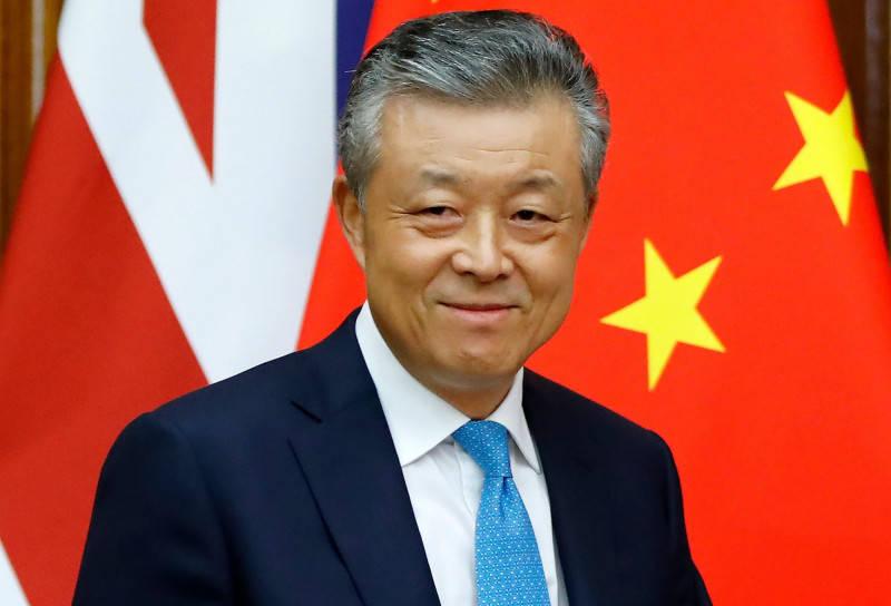 中國駐英大使劉曉明日前在推特上對「絲襪足交」影片點讚。(法新社)