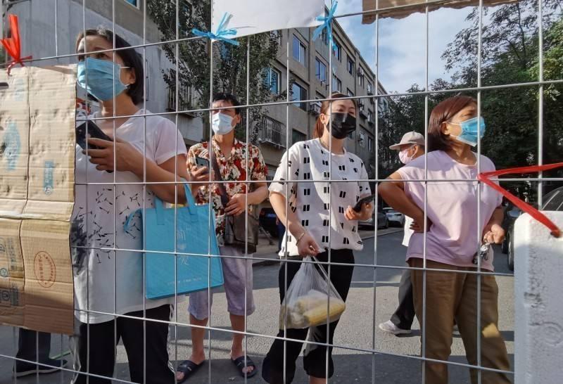 中國雲南爆偷渡犯趴趴走數日後確診,患者居住小區實施封閉式管理2週、瑞麗市「封城」1週。(路透社資料照)