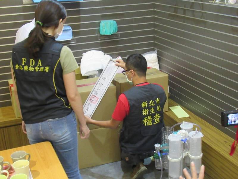 新北市衛生局、食藥署至勤達位於板橋區的公司及桃園龜山的倉儲封存6萬多片口罩。(新北衛生局提供)