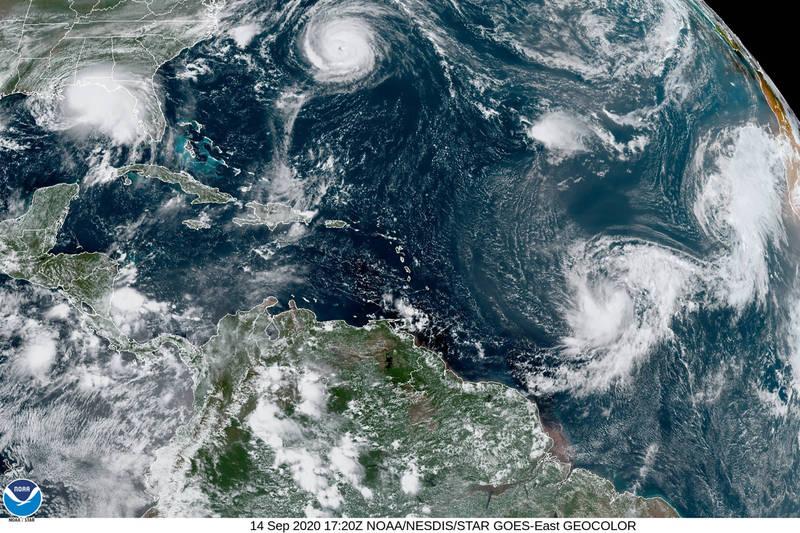 大西洋海面出現五旋共舞的畫面,上次出現是在1971年,也是史上第二次出現這種狀況。(美聯社)