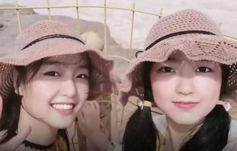 來自河北的一對雙胞胎姊妹不只考上同一間大學、分到同一個班,連校內分發的宿舍都是同一個,瞬間成為校內亮點。(圖取自微博)