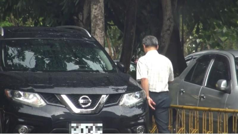 中市政府建設局長陳大田,開著養工處租賃的公務車,到中興大學上課賺錢。(投訴人提供)