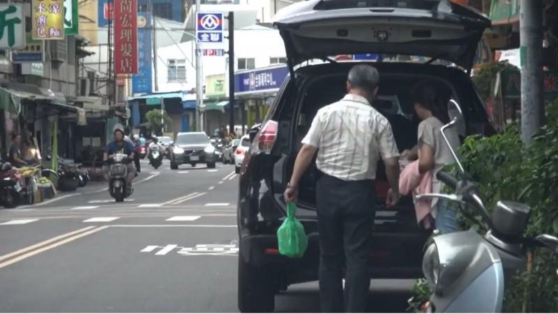 陳大田駕駛公務車,載著嬌妻到南部。(投訴人提供)