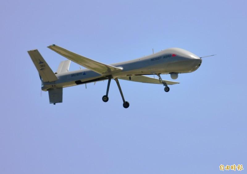 「騰雲」無人機悄悄移至空軍花蓮基地基地,完成升空測試。(記者游太郎攝)