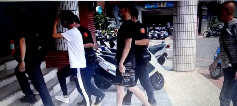 警方逮捕3名砸店男子,全案偵辦中。(記者丁偉杰翻攝)