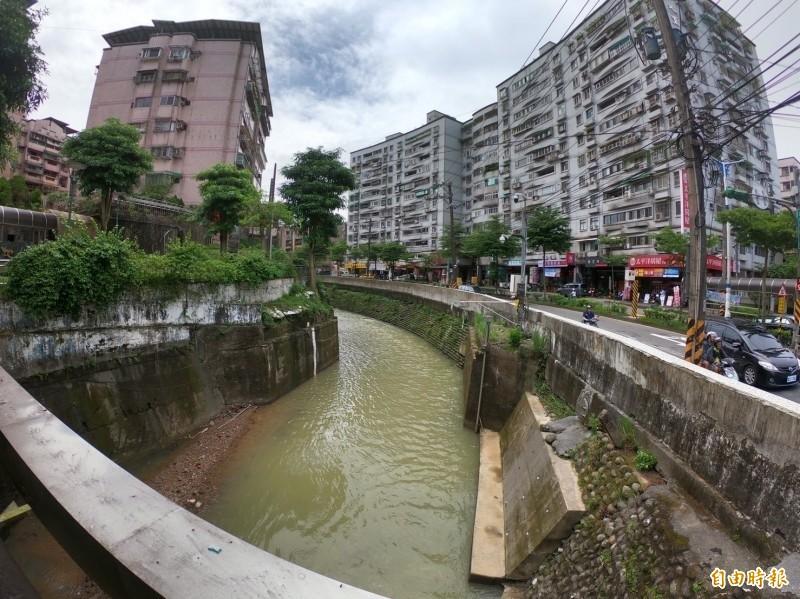 基隆大武崙溪近年多次淹水,市府指水利署已在評估分洪道可行性。(記者林欣漢攝)