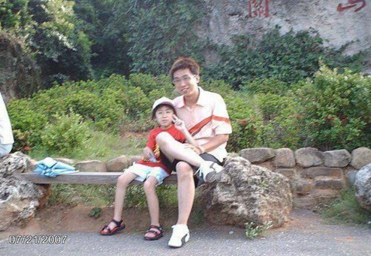 台東葬儀業者李濂淞與女兒的合照。(記者黃明堂翻攝)