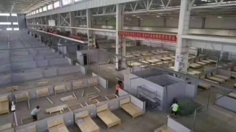 雲南當地政府開始建造大型方艙醫院,網友憂心當地疫情狀況恐不樂觀。(圖取自微信)