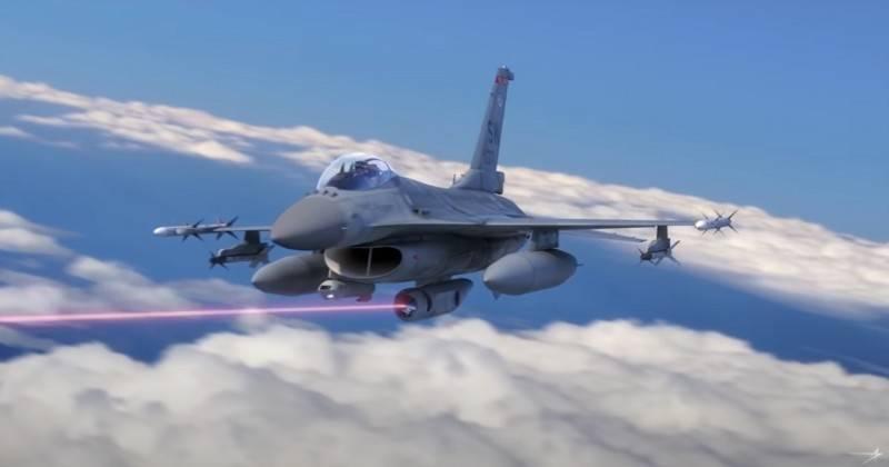 美國軍工龍頭洛克希德·馬丁發布最新的雷射莢艙展示影片,其名為「戰術機載雷射武器系統」 (TALWS),可以搭載在F-16戰機上,擊落來襲的飛彈。(照片擷自影片)