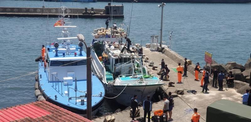 海巡署當時將運毒的漁船押回東港碼頭。(資料照)