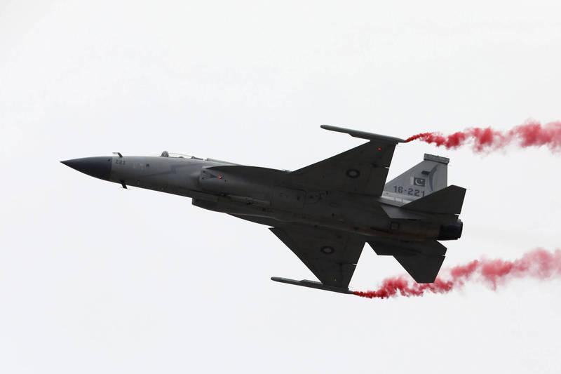 「梟龍戰機」為中國成都飛機公司與巴基斯坦航空綜合企業合作研製的的輕型多用途戰鬥機,2007年開始交付巴基斯坦空軍,截止2020年1月已交付135架。(路透)