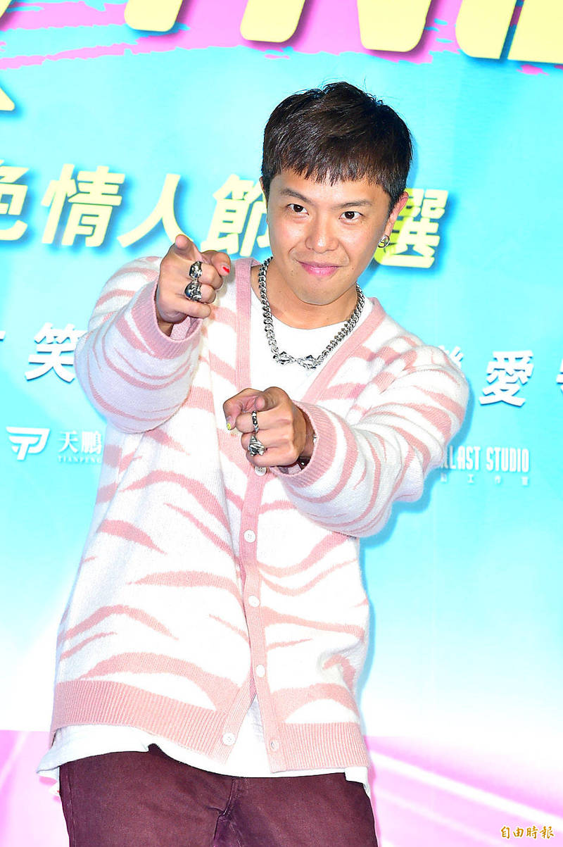 Alien Huang gestures at the premiere of the movie Acting Out of Love in Taipei on March 12. Photo: Chen Yi-kuan, Taipei Times