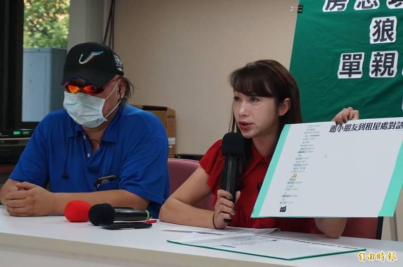 台北市議員許淑華9月2日陪同女學生父親召開記者會,揭發狼師。(資料照)