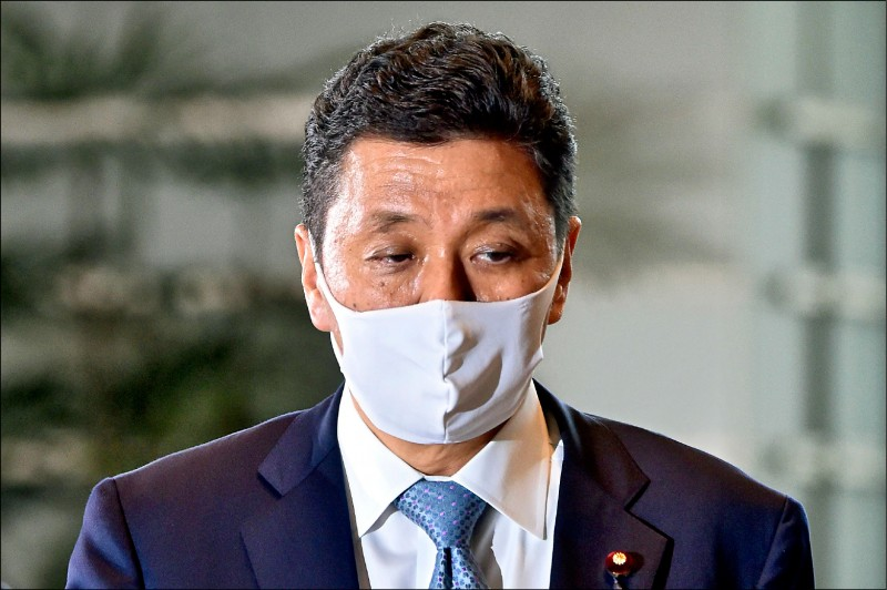 前日本首相安倍晉三的胞弟岸信夫,十六日被任命為菅義偉新內閣的防衛大臣。岸信夫在日本政壇被視為親台派,主張日美台進行安全保障對話。(法新社)