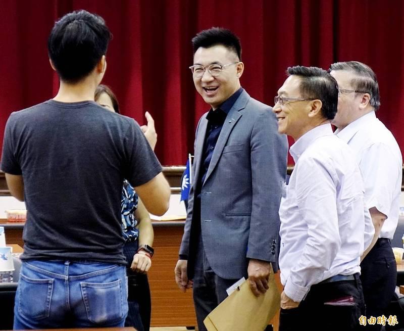 中國國民黨黨主席江啟臣(右三)17日出席國民黨立法務實研討會。(記者朱沛雄攝)