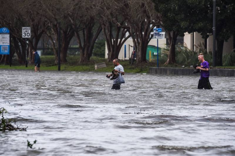 颶風莎莉為美國南部地區帶來強降雨,佛州城市彭薩科拉市中心淹水。(法新社)
