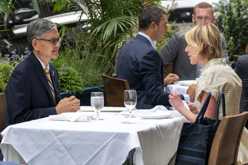 美國駐聯合國大使克拉夫特(Kelly Craft)16日與駐紐約辦事處長李光章共進午餐。(美聯社)