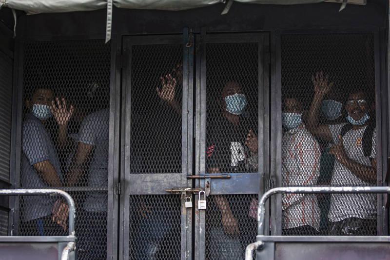 IFRC今天(17日)警告,武漢肺炎疫情正驅使亞洲對脆弱社群的歧視,包含移工及外國人,圖為今年5月馬來西亞當局逮捕的無證照移工。(歐新社)