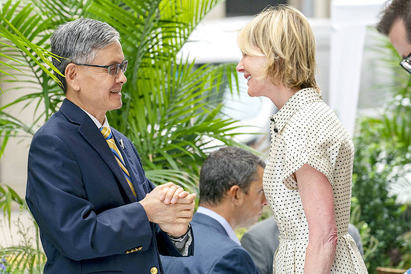 Taipei Economic and Cultural Office in New York Director James Lee, left, meets US Ambassador to the UN Kelly Craft for lunch at a restaurant in New York City on Wednesday. Photo: AP