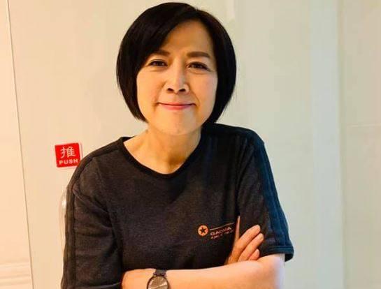 親中名嘴黃智賢今在臉書透露,放棄參加海峽論壇讓她內心相當遺憾,自稱昨日前往上海,想要看看中國在疫情期間是如何重生。(圖片擷取自臉書專頁「黃智賢世界」)