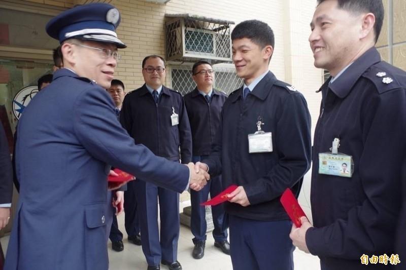 空軍少將林重宏(左)涉性騷擾女部屬,國防部主動移送監院調查,監察院以11比0通過彈劾。懲戒法院判降一級改敘。(資料照,記者涂鉅旻攝)