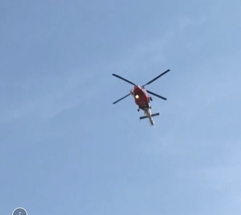 直升機快抵醫院時,飛行高度不高。(民眾提供)(記者許國楨攝)