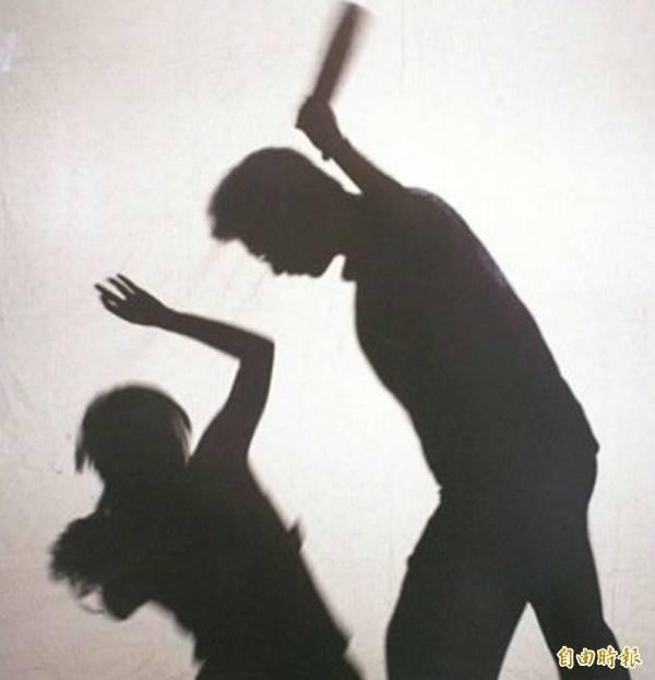 女童長年以來遭受親生父母的虐待,甚至遭到叔叔的性侵,導致她對生命感到絕望。(示意圖)