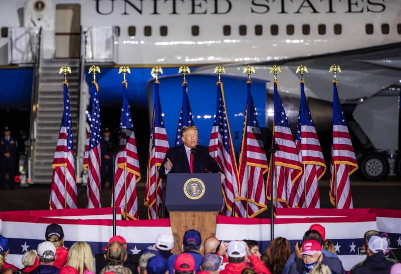美國總統川普17日呼籲,學校應推動「愛國主義」課程。(歐新社)