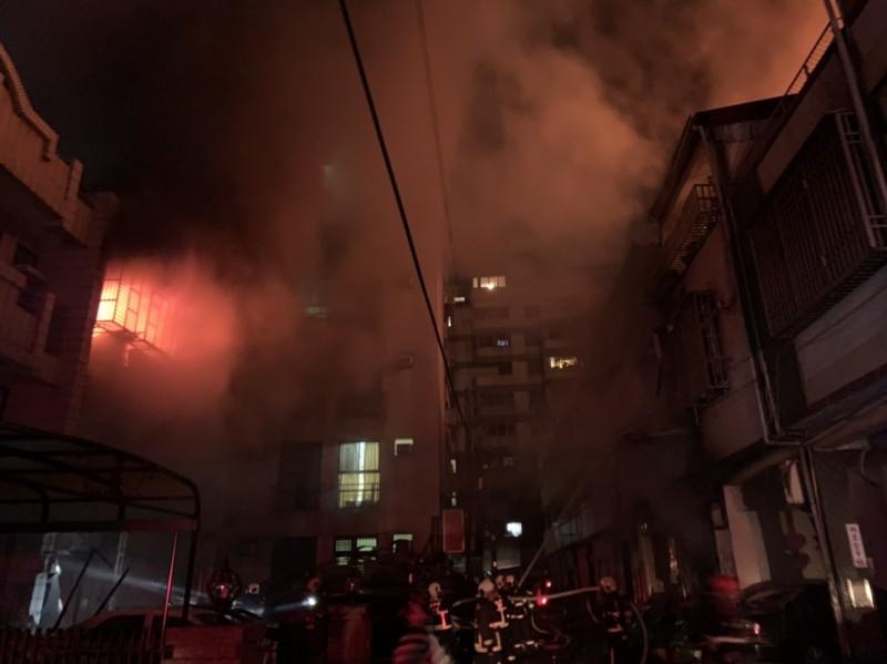 東海商圈圈新興路民宅氣爆4死,其中一家3口葬身火窟。(台中市消防局提供)