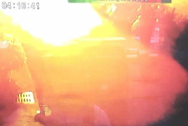 東海商圈今天清晨氣爆釀4死,爆炸瞬間可看到整條街都布滿火球。(記者陳建志翻攝)
