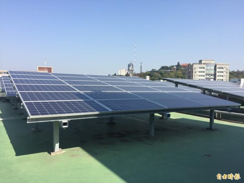 彰化綠能發電開發很多,風力發電、屋頂種電都有,這麼多的綠色能源均屬於彰化縣民的財產。(記者張聰秋攝)