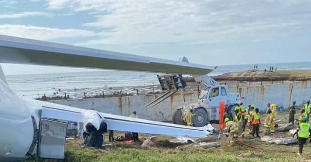 索馬利亞19日發生,一架貨機疑機械故障而釀墜機,機上共有3人受傷。(圖擷取自twitter)