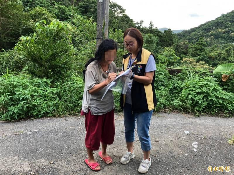 15年沒身分證!戶政員追到山裡幫老婦人申辦