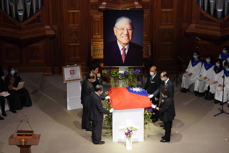 前總統李登輝今天上午的告別禮拜圓滿、順利完成。(台北市攝影記者聯誼會提供)