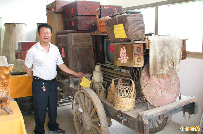In the old days, a bride's dowry could fill up an entire oxcart. Photo: Chu Chun-yen, Taipei Times