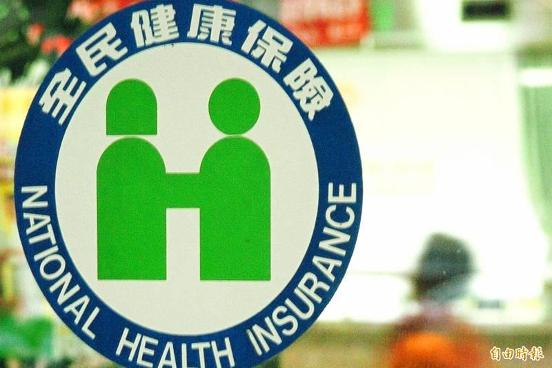 健保署長李伯璋透露目前已經研議改革,未來將循商業保險模式,不論停保後復保、退保後再加保等,都要追回國外期間的保費,預計10月展開討論。(資料照)