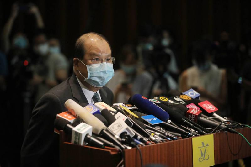 香港政務司長張建宗稱,被拘留的12名港人目前健康狀況良好。(彭博檔案照)