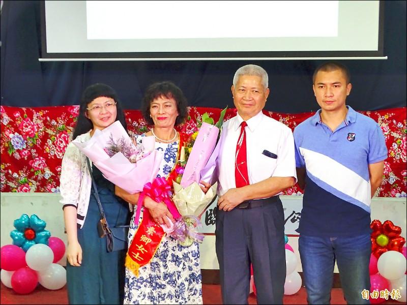 身障無礙照顧家庭 陳素卿獲「慈愛獎」
