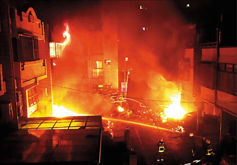台中市東海別墅商圈的龍井區新興路59巷內,昨天凌晨發生氣爆,奪走4人命。(記者廖耀東翻攝)
