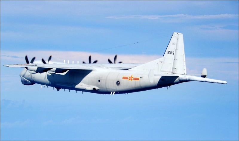 共機連續兩天逾越台海中線挑釁,昨運八反潛機等19架軍機進入台灣西南及西北空域侵擾。(國防部提供)