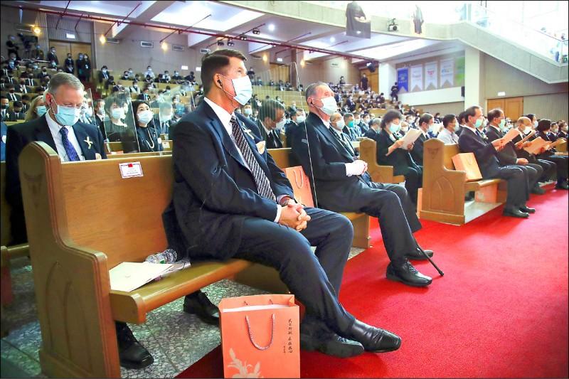 前總統李登輝追思告別禮拜昨在真理大學舉行,美國務院次卿柯拉克(前左)、日本前首相森喜朗(前左二)等國內外政要出席。 (中央社)