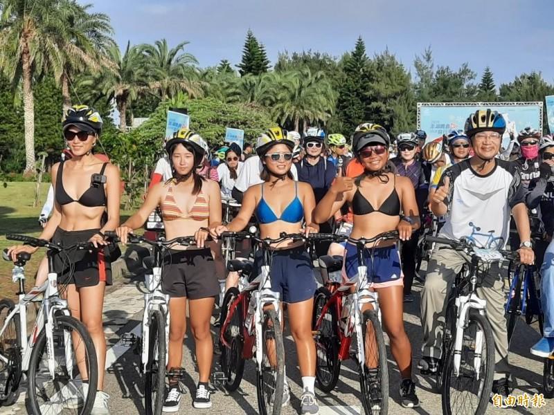 澎湖跨島101K自行車賽,最美麗的隊伍領騎刺激選手前進動力「20公里休閒組」。(記者劉禹慶攝)
