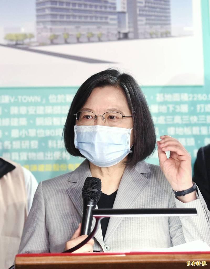 蔡英文總統今日在松菸文化園區參與活動受訪表示,這一連串動作對中國國際形象沒有幫助,另也凸顯中共政權本質。(記者方賓照攝)